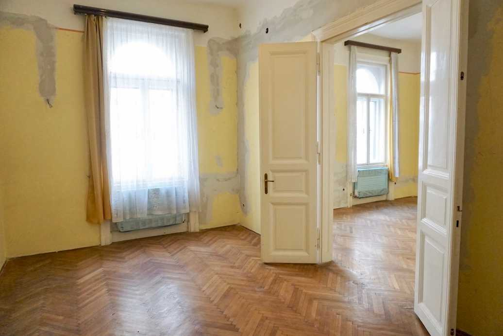 Szondi street apartment for sale