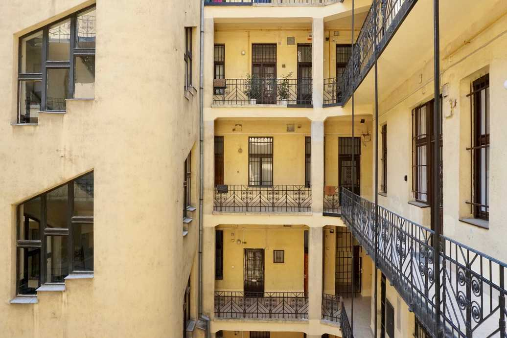 Alkotmany street apartment for rent