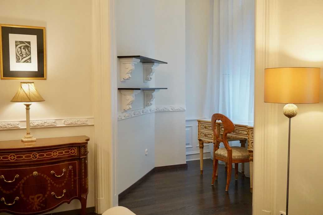 Aulich street apartment for rent