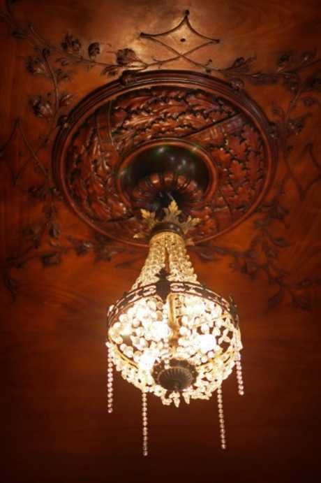 /storage/pms/property/lg/553/Chandellier.jpg