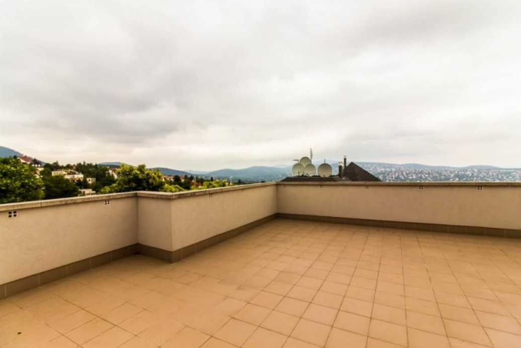/storage/pms/property/lg/565/Roof-terrace.jpg