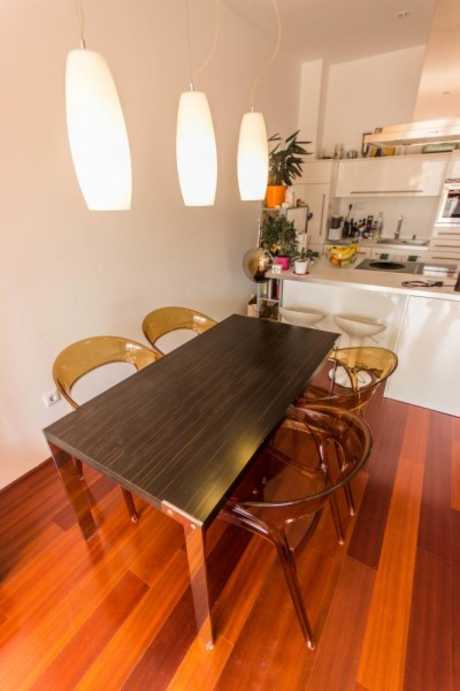 /storage/pms/property/lg/567/Open-plan-kitchen-with-dining-table.jpg
