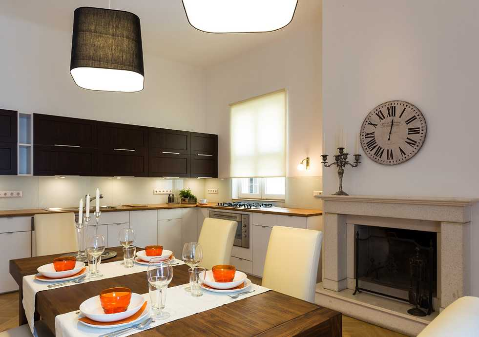 /storage/pms/property/lg/585/Kitchen-with-dining-area.jpg