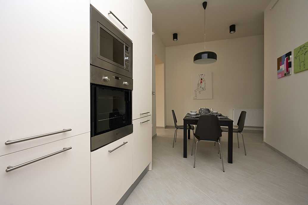 /storage/pms/property/lg/599/Kitchen-with-dining-area2.jpeg
