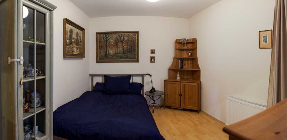 /storage/pms/property/lg/812/guest-bedroom.jpg