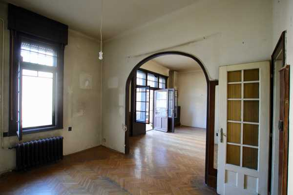 Deak Ferenc street apartment for sale