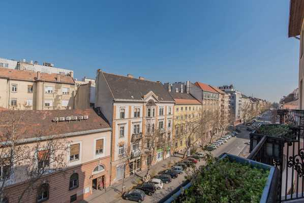 Damjanich street apartment for sale