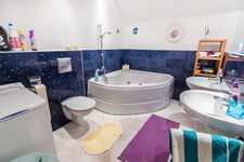 /storage/pms/property/sm/565/Family-bathroom.jpg